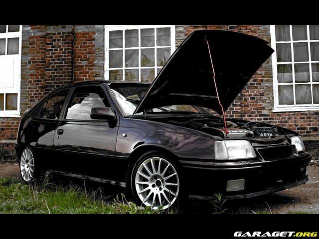 Bil tr den d r man visar sin bil eller st ller fr gor for Garage opel gard