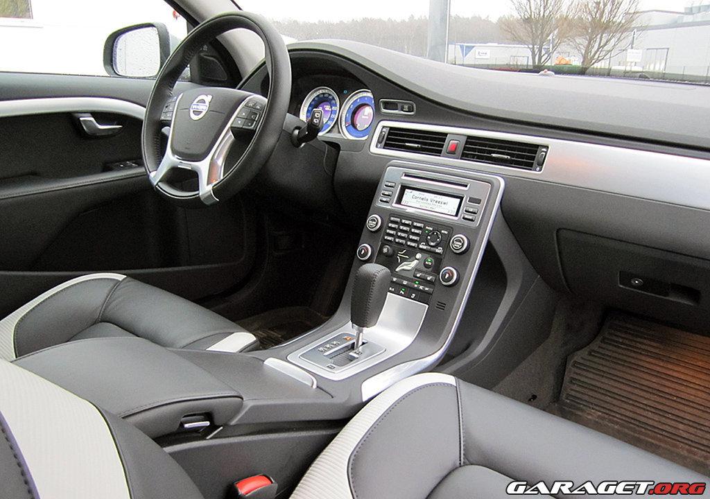 Large on Volvo V70r