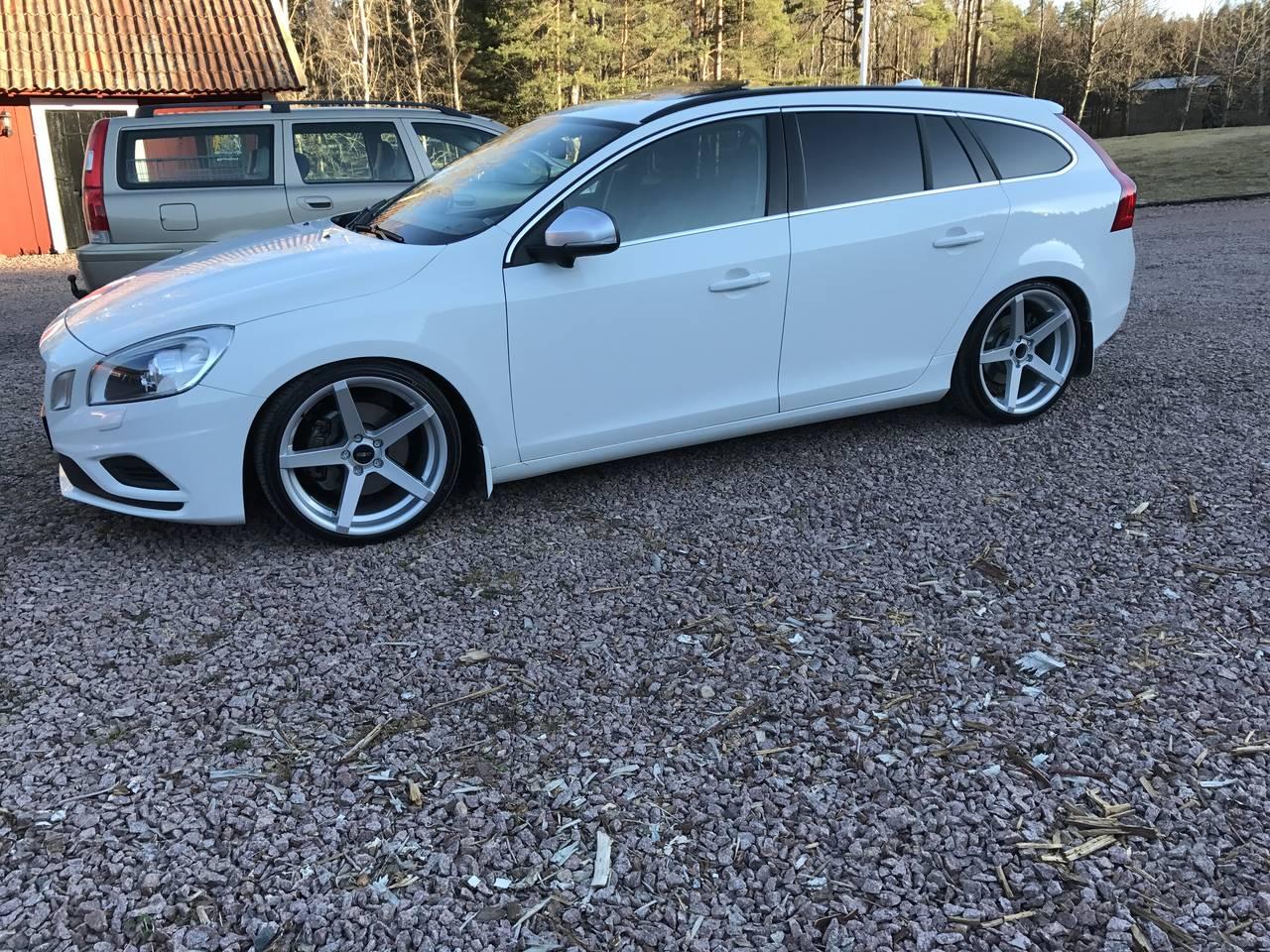 Volvo V60 D5 R Design 2011 Garaget