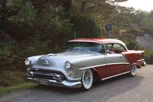 Oldsmobile Ninety Eight Holiday