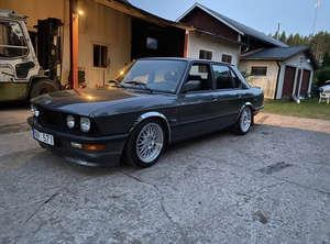 BMW E28 518i
