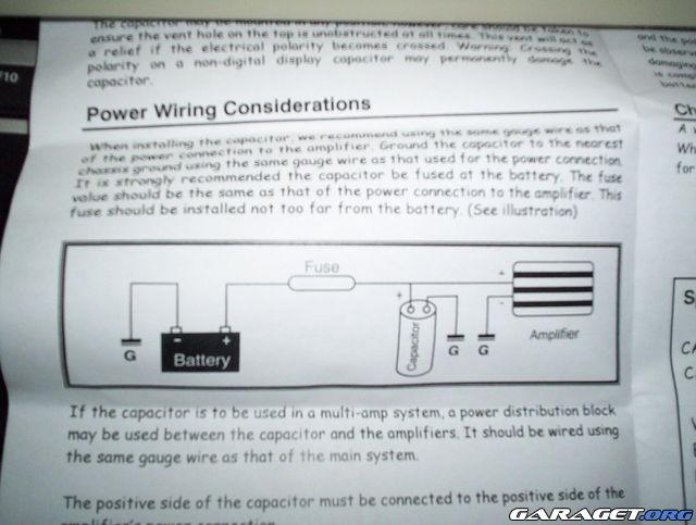 kan du ansluta två ampere till en kondensator