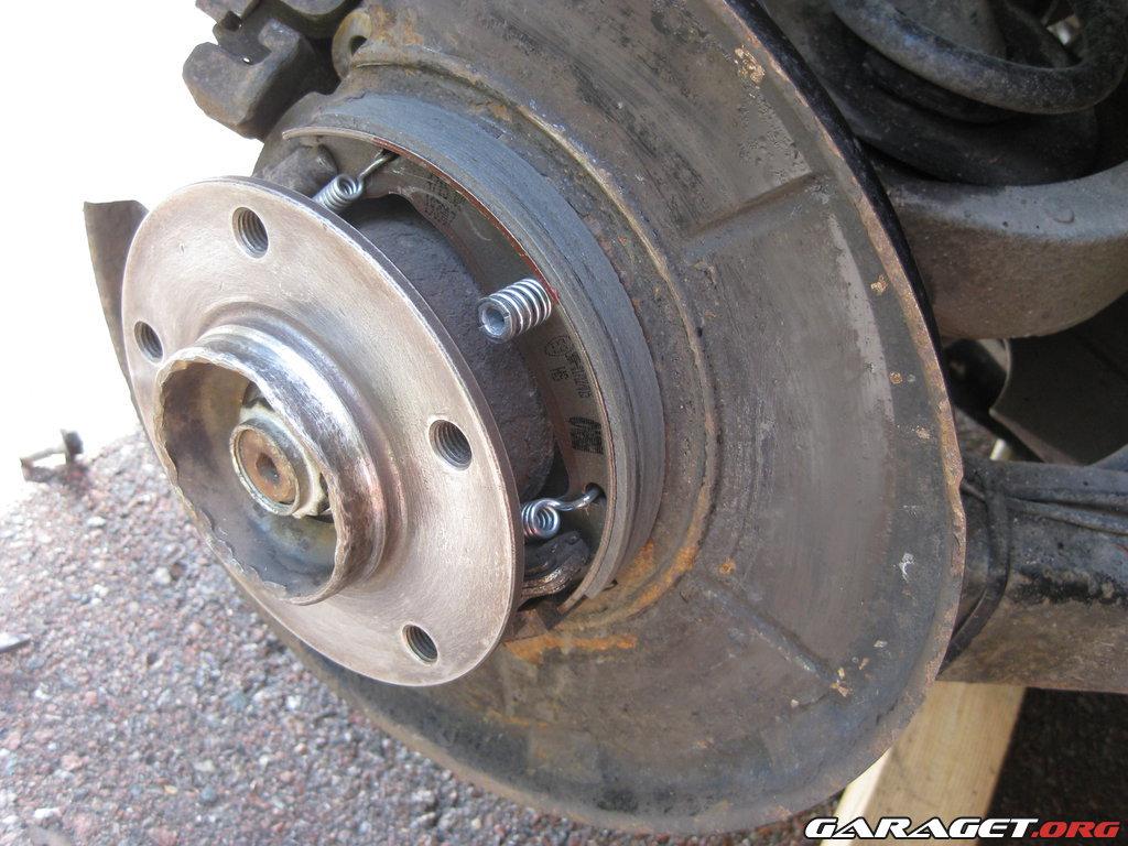 Byte Av Handbromsbackar P 229 Bmw 323ti E36 1999 Garaget
