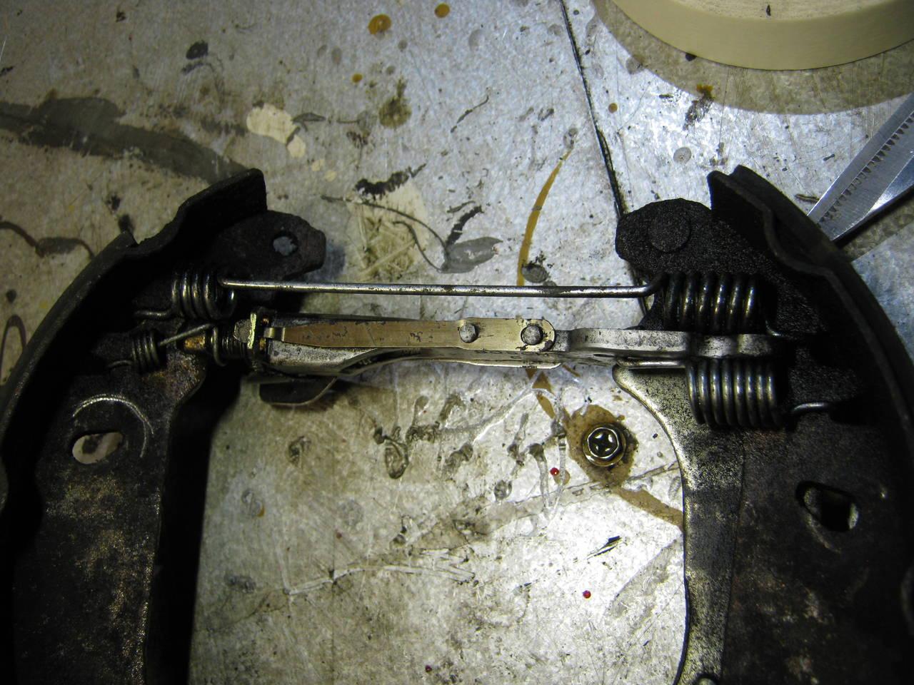 Sj lvjustrerande grej till trumbromsen renault clio 1999 for Garage opel 94